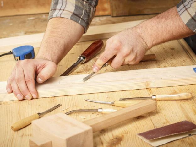 trabajando madera