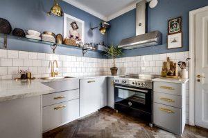 cocina estilo vintage con azulejos pequeños