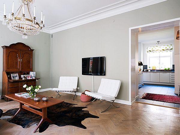 sala con de decoración antigua y moderna