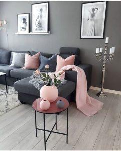 sala color gris con negro y rosa