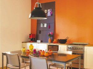 cocina color naranja y café
