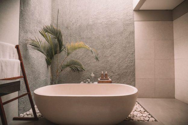 baño diseñado en el sótano