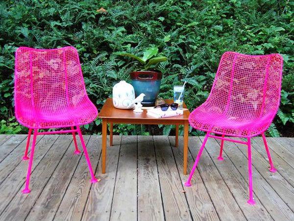 sillas de jardín pintadas de color rosa
